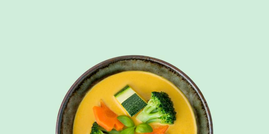 Verde, amarillo y rojo. El curry tailandés en colores.